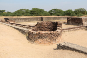 Lothal   ancient well 300x200 - Lothal_-_ancient_well